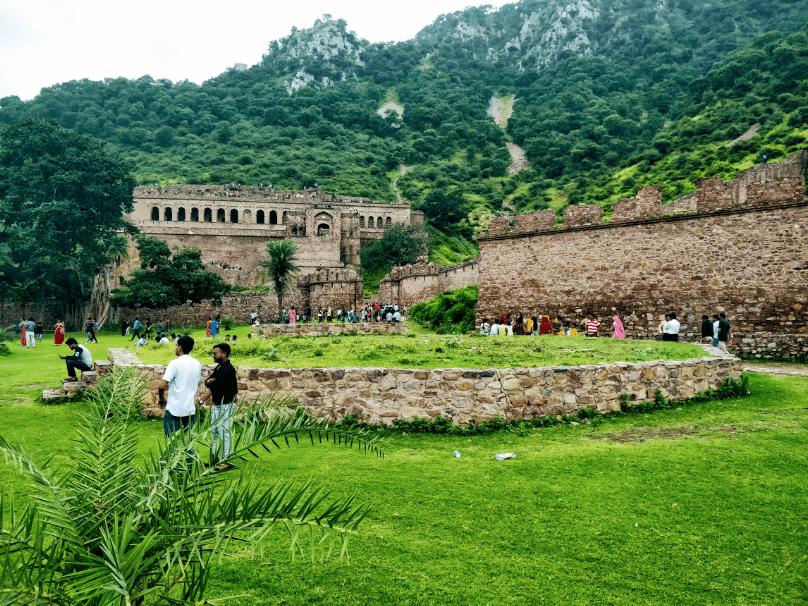 Haveli_at_Bhangarh_Fort